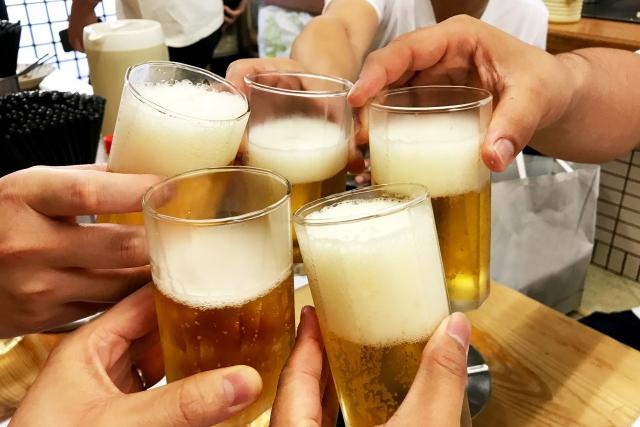 下宿の酒盛り
